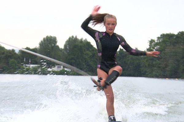 La jeune montbéliardaise s'est illustrée lors des championnats d'Europe de ski nautique.