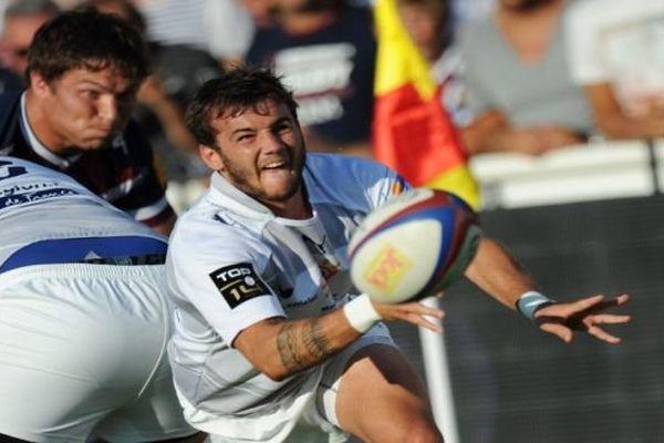 Bordeaux-Bègles (Gironde) - Benoit Paillaugue du MHR attrape le ballon - 4 septembre 2013.