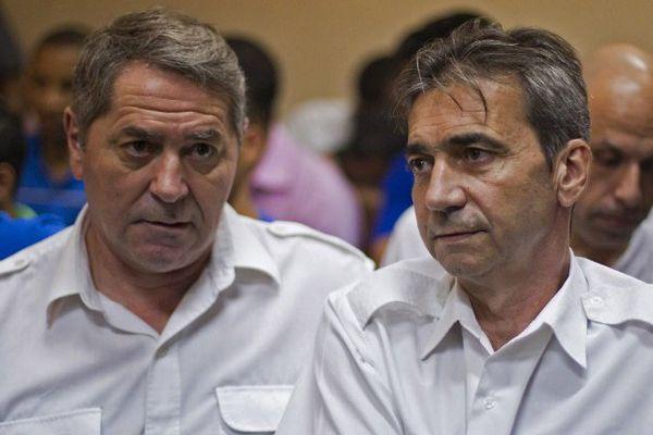 Pascal Fauret et Bruno Odos, les deux pilotes du Falcon 50,  figurent parmi une dizaine d'autres personnes, dans l'affaire Air Cocaïne