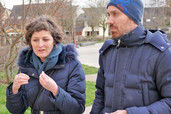 En campagne dans les quartiers strasbourgeois, Jeanne Barseghian est déterminée à prouver qu'on peut devenir maire d'une grande ville tout en étant une jeune femme écologiste, d'origine arménienne et inconnue du grand public.