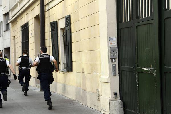 Ce mercredi devant le siège du Modem à Paris où a lieu la perquisition