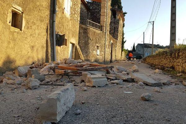 Une rue de Teil en Ardèche, après le tremblement de terre du 11 novembre 2019.