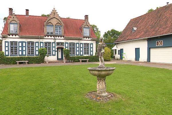 Lad'oudehofstee ou vieille ferme-manoirde Rubrouck