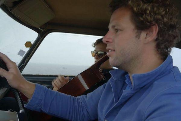 """""""Un été sans festival"""" : à la manière d'un road-movie, ce film embarque le spectateur en terre bretonne sur les traces des grandes fêtes populaires et festives toutes annulées pour cause de crise sanitaire"""