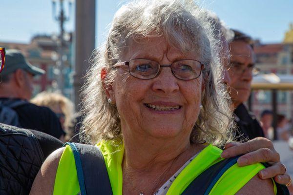 """Le 23 mars 2019 à Nice, Geneviève Legay, avait eu plusieurs côtes cassées et des fractures au crâne en étant projetée au sol lors d'une charge de policiers ordonnée pour disperser une manifestation interdite de """"gilets jaunes""""."""