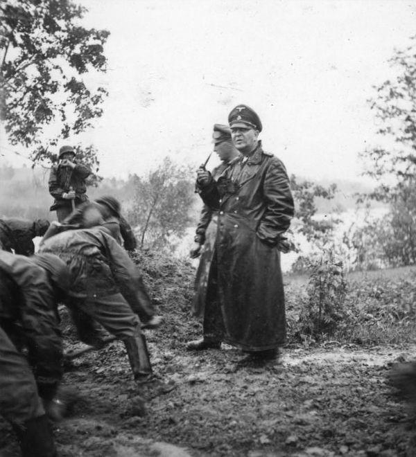 Theodor Eicke, chef de la division SS Totenkopf, en URSS, en septembre 1941.