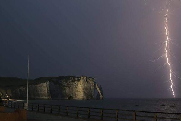 Soir d'orage à Etretat...