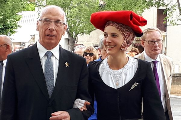 Le Capoulié, Jacques Mouttet, et la reine du Félibrige Adeline Bascaules-Bedin à la Santo-Estello de Pertuis.