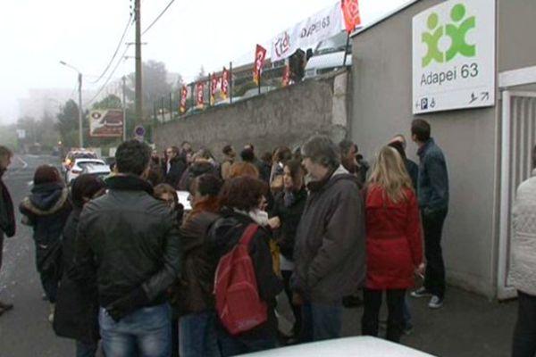 Une centaine de salariés de l'ADAPEI à répondu à l'appel des syndicats CGT, FO et CFDT.