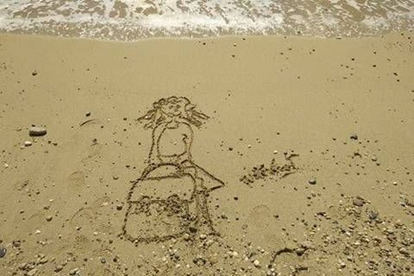 La rentrée, et la nostalgie des vacances... en oeuvre éphémère sur le sable, signée NathalieT.