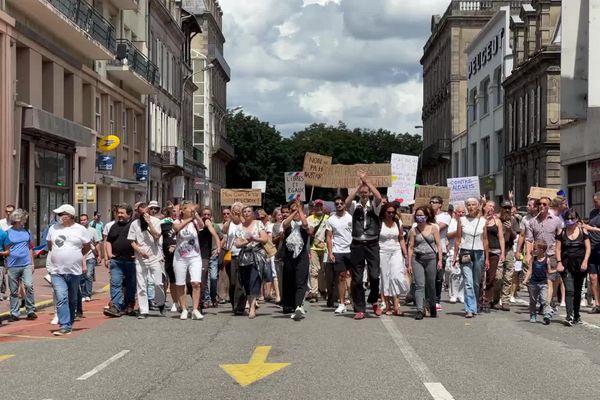 Plus de 2500 personnes se sont rassemblées ce samedi après-midi dans les rues de Limoges.