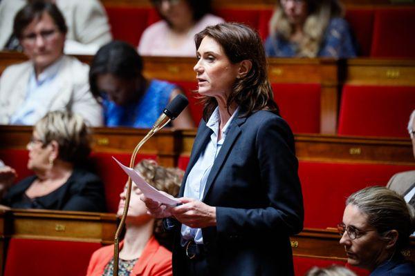 """""""La démission des responsables publics doit nous interroger,"""" tonne la députée de Loire-Atlantique Sandrine Josso dans une tribune du Monde ce 3 août."""