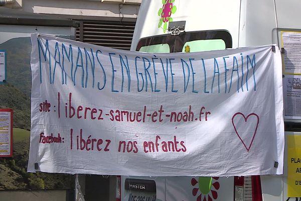 Plusieurs femmes ont entamé une grève de la faim à Alès. Elles campent sur le parvis du palais de justice