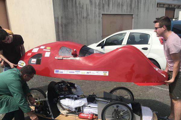 La Red car des étudiants de l'IUT de Poitiers en course pour le challenge ÉducÉco
