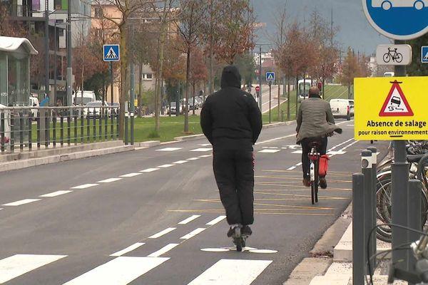 Après les vélos, les trottinettes électriques en location débarquent à Grenoble