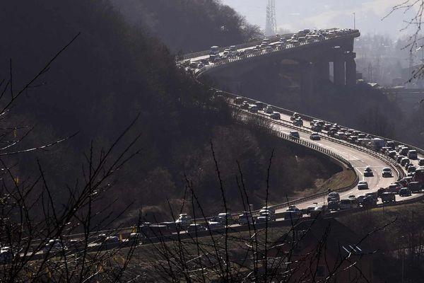 Le trafic en direction des stations de Savoie s'annonce difficile ce samedi après-midi. Image d'illustration