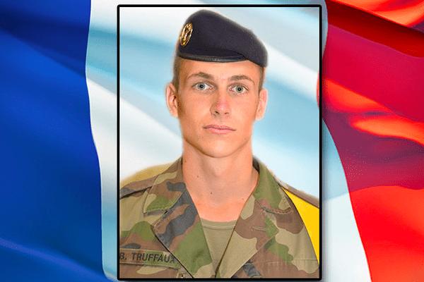 Baptiste Truffaux, originaire d'Angers, soldat de 1re classe du 21e régiment d'infanterie de marine (21eRIMA) de Fréjus, est décédé par un tir accidentel au camp de de la force Barkhane à Gao au Mali
