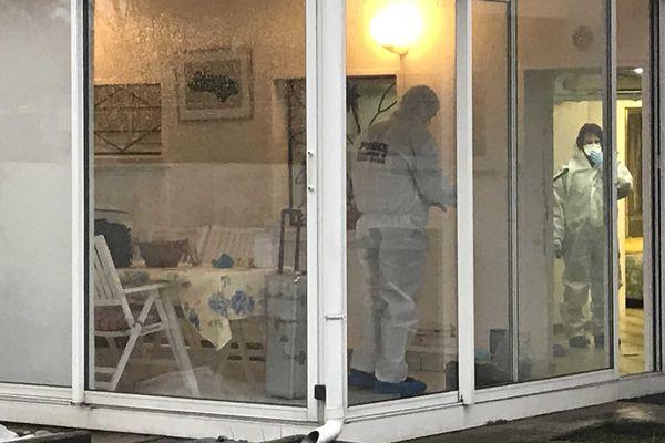 La police scientifique s'est rendue sur place à Vieux-Charmont, après la mort d'une octogénaire.