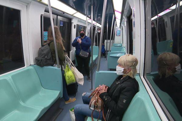 Dans le métro à Lille ce lundi