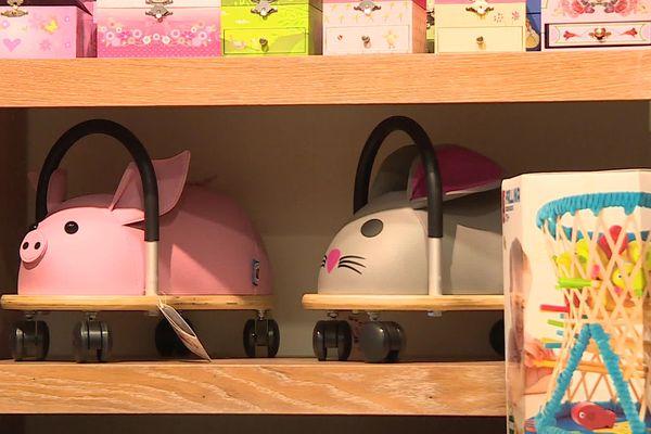 Vous cherchez des idées de cadeaux ? Misez sur l'originalité en poussant la porte de magasins en dehors des grandes enseignes.