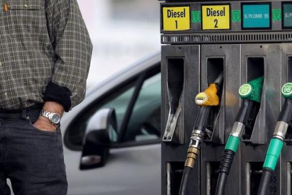 Les prix de l'essence sont au plus bas depuis neuf mois, fin septembre 2013.