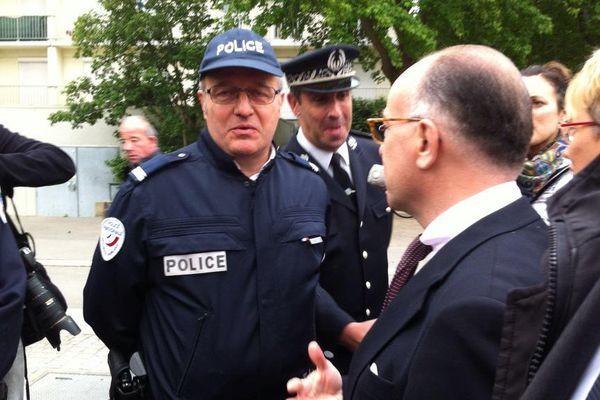 Bernard Cazeneuve en visite dans le quartier de Villejean à Rennes
