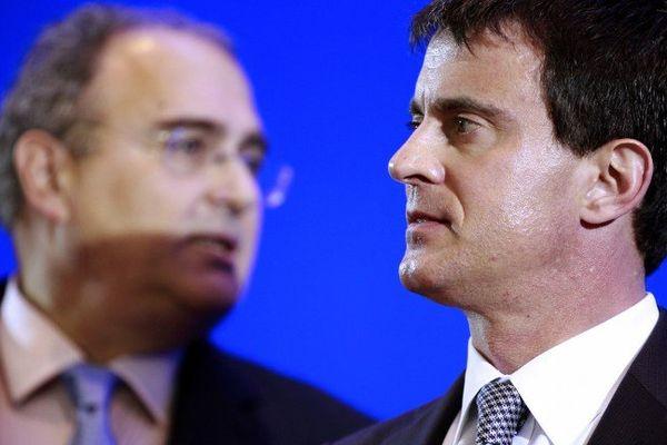 Le président de l'éxécutif de l'assemblée de Corse et Manuel Valls, à Ajaccio, le 4 juin 2013