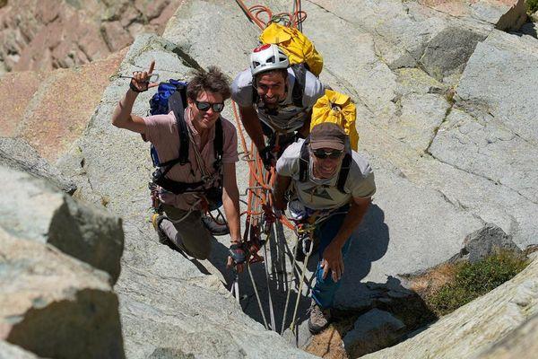 Les trois alpinistes sur la face sud est du pic du Midi d'Ossau.