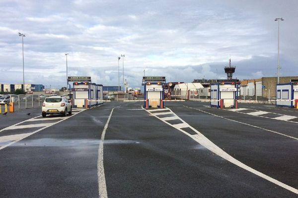 Le terminal ferry de Saint-Malo était déserté ce weekend