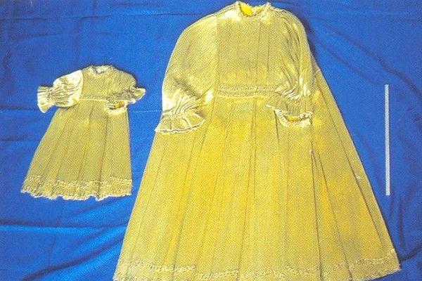 Deux modèles de la robe confectionnée par Rose Bertin conservés précieusement à Bellancourt dans la Somme.