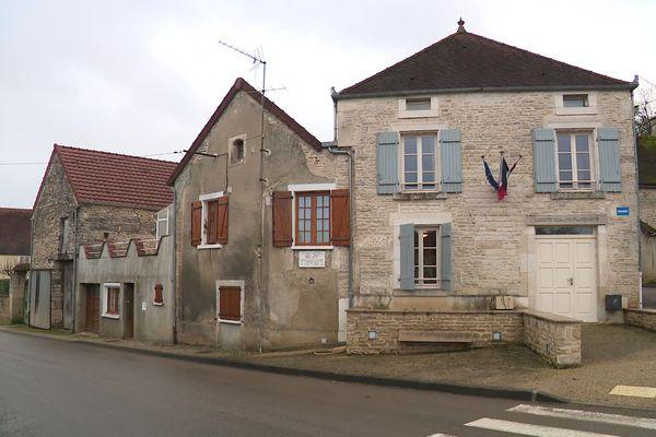 La mairie de Fulvy, dans l'Yonne.