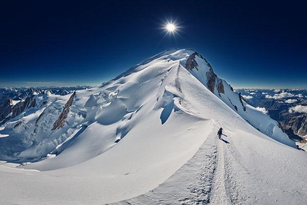 Cette photo de l'arête des Bosses sur la voie normale de l'ascension du Mont-Blanc primée au Epson Pano Awards