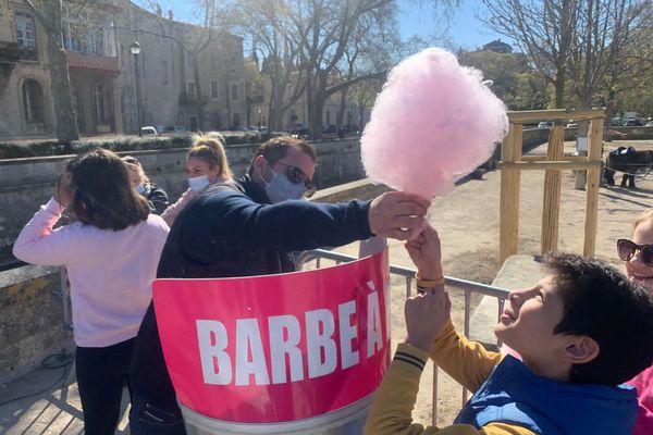 500 barbes à papa et 1000 pommes d'amour ont été distribuées gratuitement par les forains. - 24 mars 2021