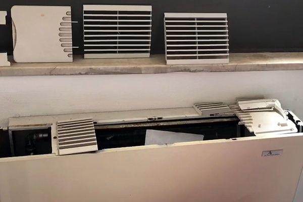 La climatisation complètement obsolète de l'hôtel de Palerme où sont confinés les touristes originaires de Villefranche-de-Rouergue.
