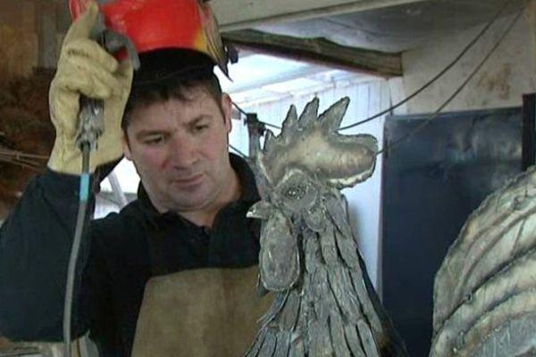 Christophe Friquet dans son atelier à Arthon (36)