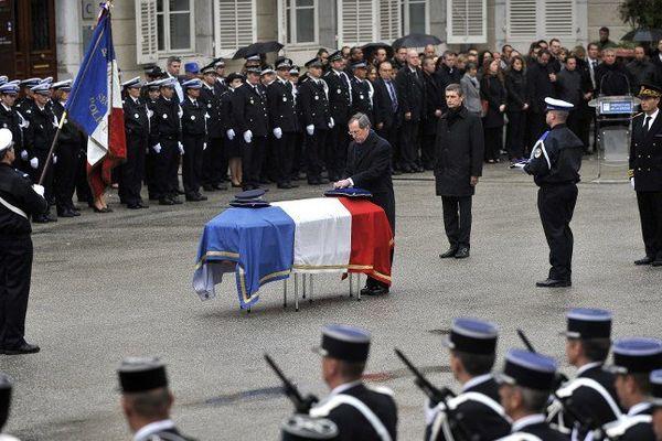 En avril 2012, le brigadier-chef Cédric Pappatico avait été décoré de la Légion d'honneur à titre posthume par Claude Guéant, alors ministre de l'Intérieur.