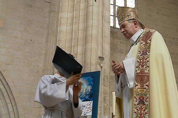 """""""Je pense qu'une des raisons de ces crimes commis sur des enfants ou sur des femmes vient d'une conception sacrale du prêtre"""", a-t-il déclaré dimanche sur le plateau de France 3"""