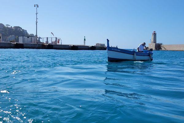 Robert a installé un moteur électrique sur son bateau datant de 1945.