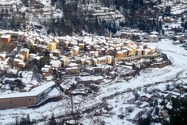 Le village de Saint-Martin-Vésubie sous la neige.