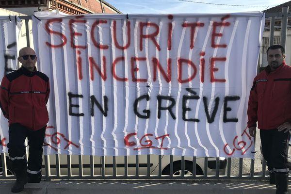 Les agents de sécurité de l'Hôpital de Perpignan ont entamé une grève illimitée pour dénoncer leur condition de travail. Ils réclament également une prime de risque
