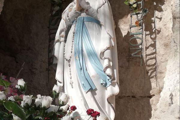 La statue de la Vierge Marie de Montpezat-de-Quercy a été découverte décapitée par des paroissiens.