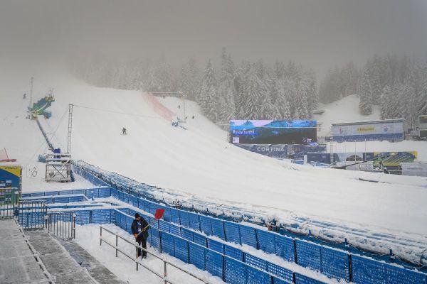 Un mélange de pluie, de neige et de brouillard règne sur Cortina d'Ampezzo depuis dimanche, où les températures sont légèrement positives.