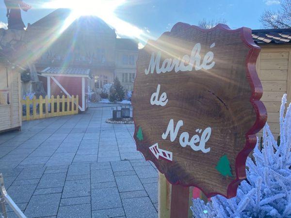 Tout le parcours du marché de Noël est fléché afin de respecter les mesures sanitaires.