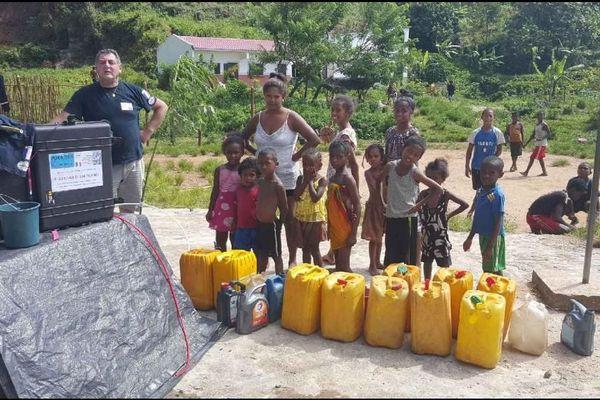 Une unité de potabilisation de l'eau mise en place par l'équipe de Pompiers de l'Urgence Internationale à Brickaville à Madagascar.