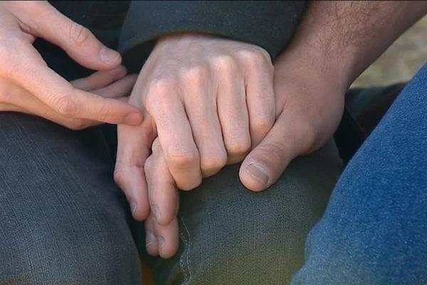Les deux hommes agressés à Besançon en raison de leur homosexualité ont accepté de témoigner.