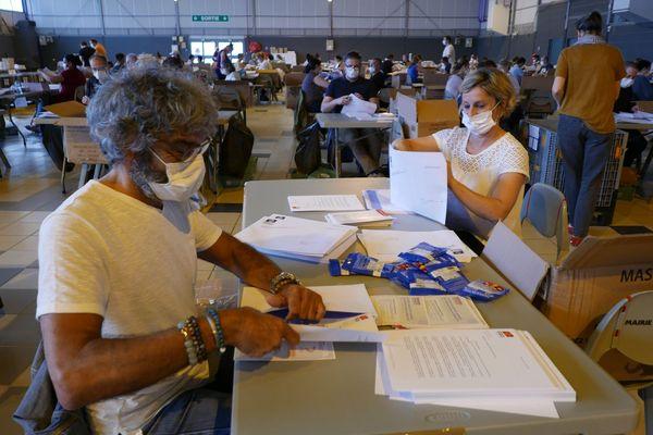 200 employés de la ville se sont portés volontaires pour mettre sous enveloppe les masques commandés pour le Toulousains.