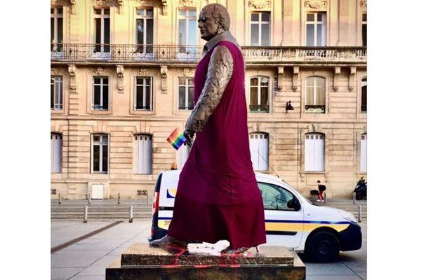 Pendant quelques heures, la statue de Jacques Chaban-Delmas a été relookée