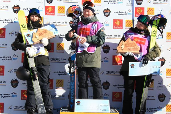 Victoire pour la Française Tess Ledeux remporte la finale de la Coupe du monde de ski slopestyle de Font-Romeu, dans les Pyrénées-Orientales - 23 décembre 2017