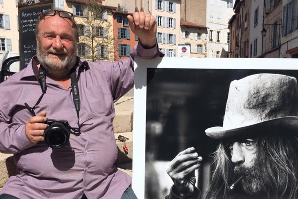 L'ancien photo-reporter s'est aujourd'hui approprié les rues du Puy-en-Velay.