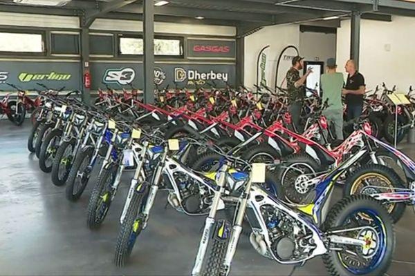 """En 40 ans, l'entreprise familiale """"Dherbey moto"""", basée à Vinay (Isère), est devenue l'un des temples de la moto trial."""
